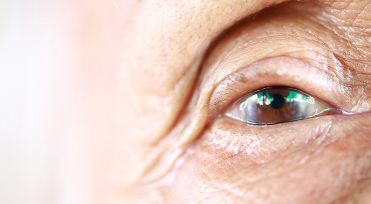 elderly-woman-eye