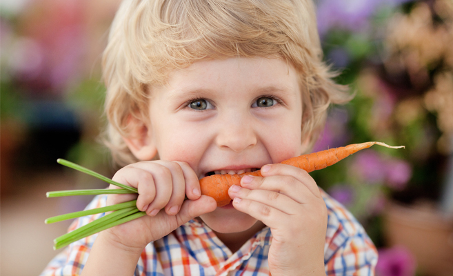 child-eating-carrots-for-eye-health
