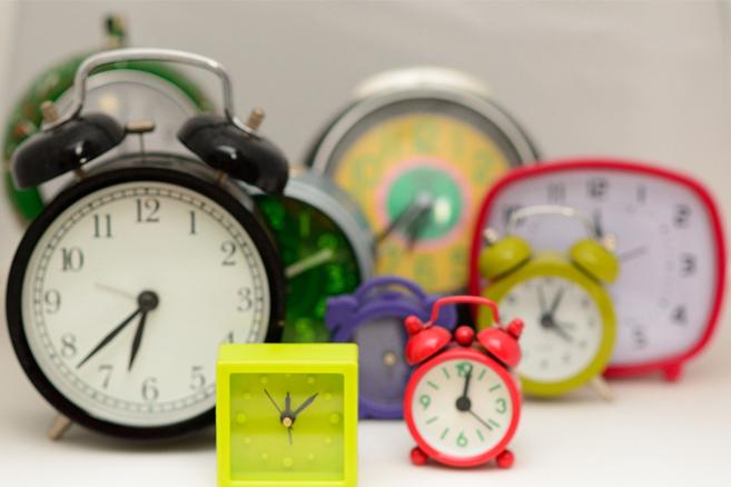 hard-to-read-blurry-clocks