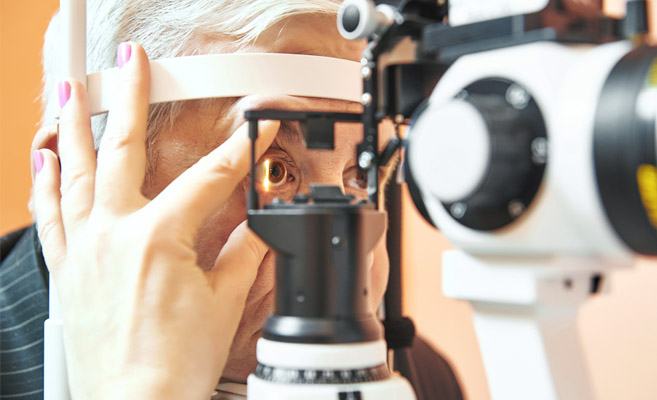 patient-during-complete-eye-exam