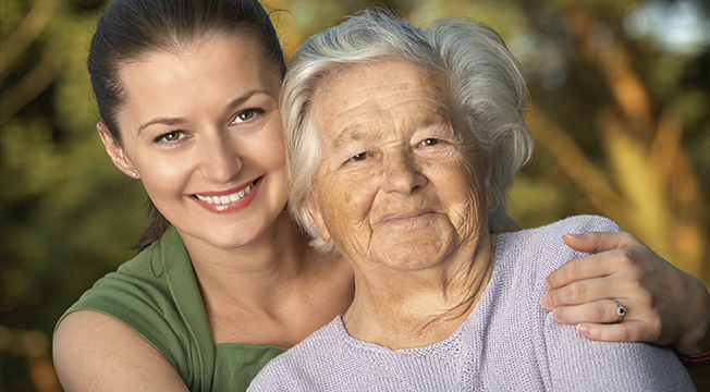 elderly-mom-with-cataracts