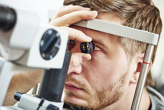 eye-doctor-examination