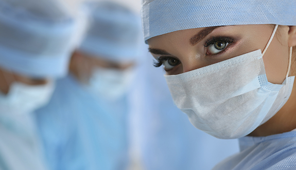 nurse-during-eye-surgery