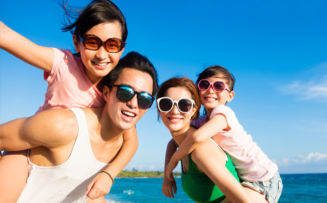 florida-family-in-sunglasses