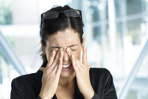 woman-with-dry-eye-syndrome