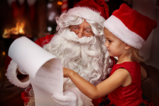 santa-reading-list-with-little-girl