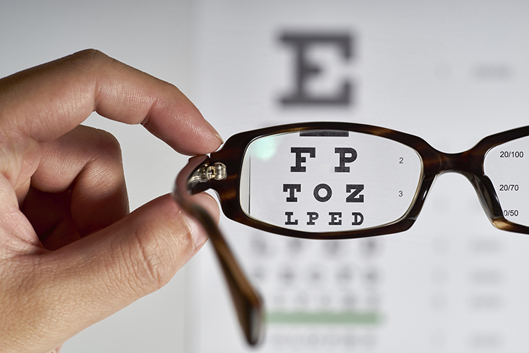 eye-doctor-chart-through-glasses